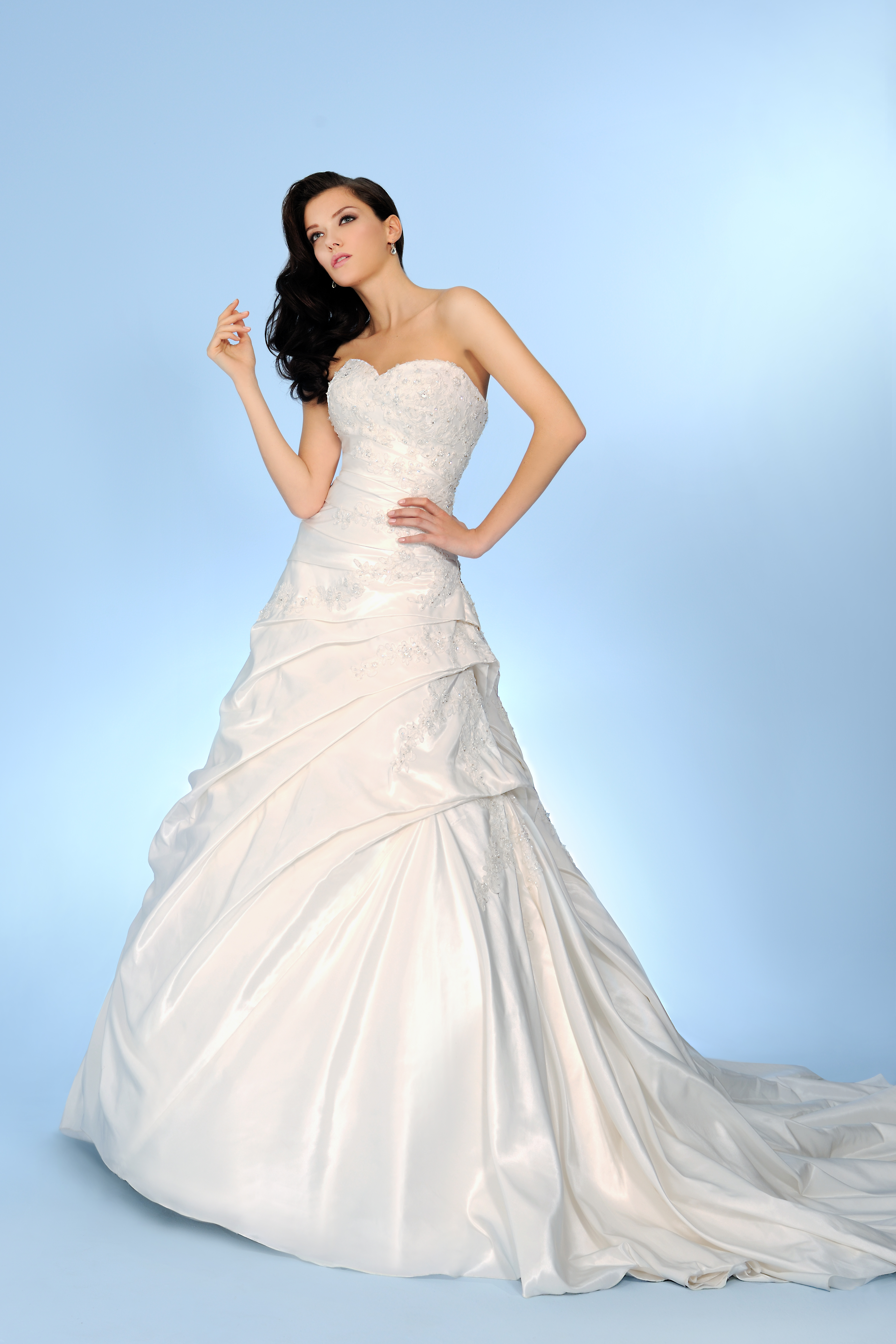 Your shape your style ? Choosing the Wedding Dress that s right